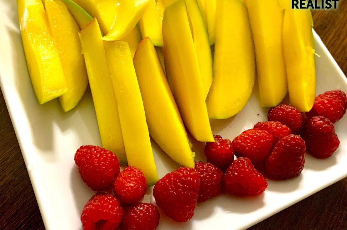 Healthy Eats: The Benefits of Mangoes &Raspberries